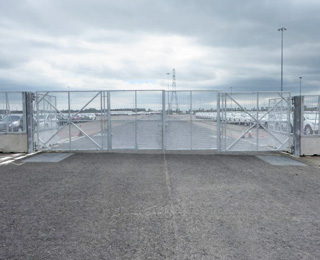 POLMIL® On-Ground Bi-Fold Vehicle Gates